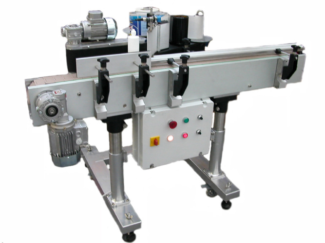 Labelling machine with one head for round product